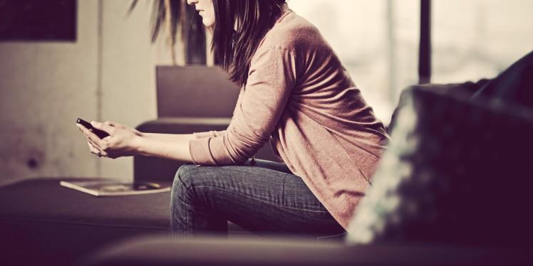 o-woman-cell-phone-text-sad-facebook